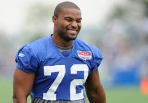 Osi Umenyiora would be a nice fit in Atlanta. (Bill Kostroun)