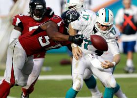 Osi Umenyiora's chipped in with two sacks, but it wasn't enough to defeat the Miami Dolphins. (Wilfredo Lee)